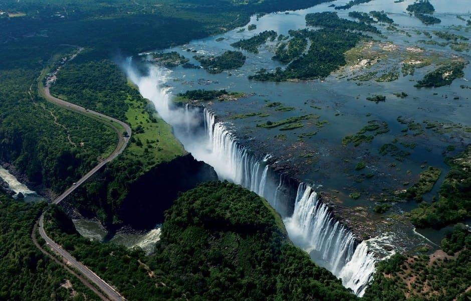 Туры в Замбию. Полет над водопадом Виктория на вертолете